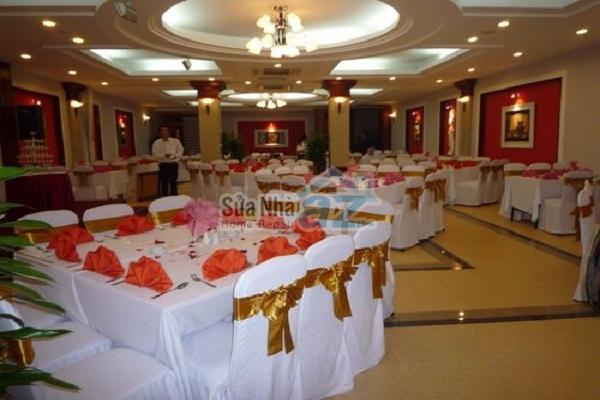 Các mẫu thiết kế trần thạch cao đẹp cho nhà hàng sang trọng - 03