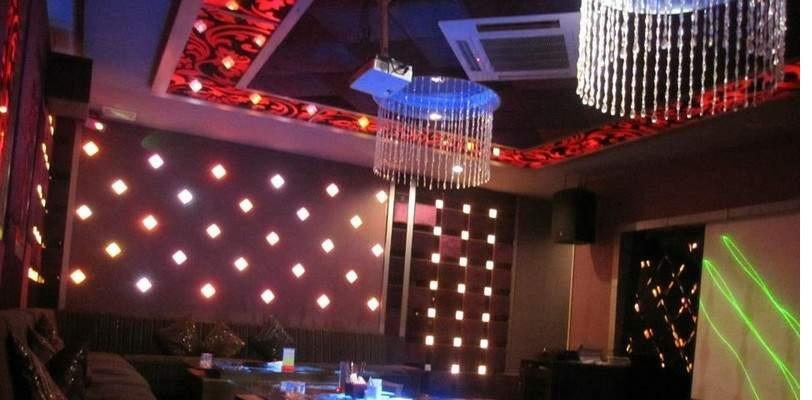 Làm trần thạch cao chống cháy cho quan karaoke. 3