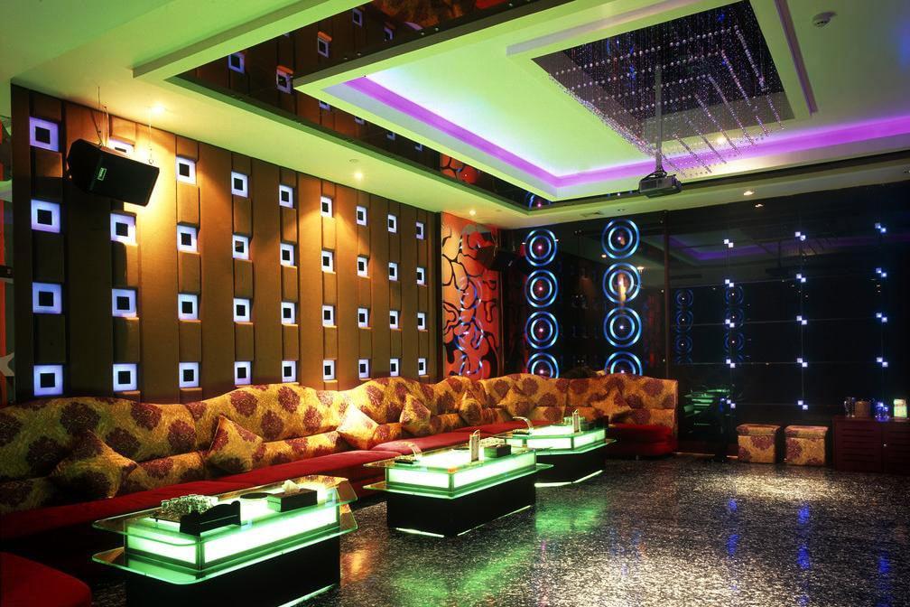 Mẫu trần thạch cao phòng Karaoke 3