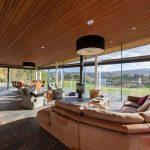 Thi công trần thạch cao giả gỗ cho không gian sang trọng