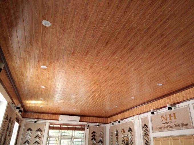 Thi công trần thạch cao giả gỗ cho không gian sang trọng - 4